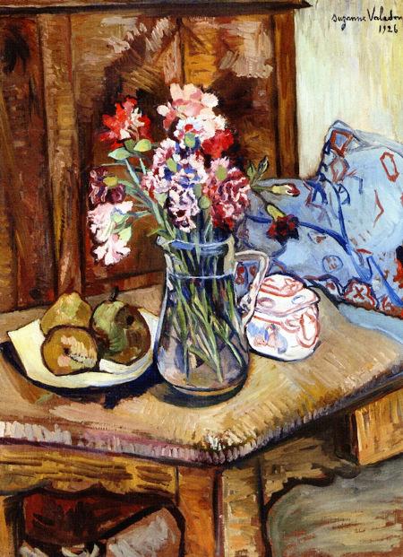 Un coin de la table avec des fleurs et des fruits, 1926