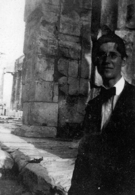Le Corbusier At The Acropolis 1911 Tigerloaf